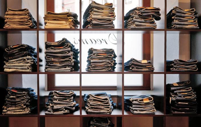 Von Größe 34 bis Größe 46, hier findet jede die passende Jeans
