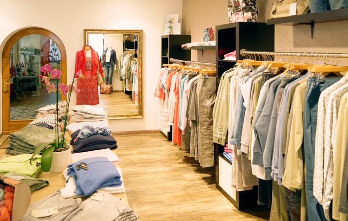 Egal ob Damenober- oder -unterbekleidung, bei Dreams findet jede Dame das richtige Outfit für die aktuelle Jahreszeit